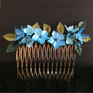 Peinecillo de flores azules