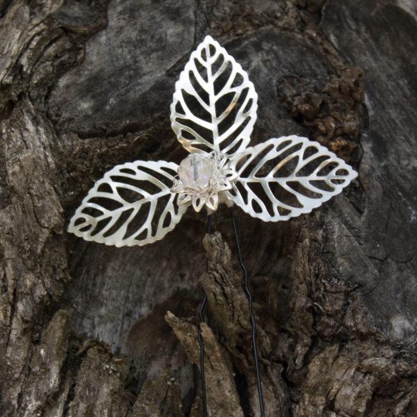 Horquilla de flore de cristal y abalorio y hojas plateadas