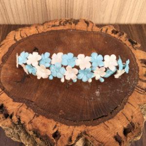 Tiara sencilla de flores celeste y blanca para novias invitada madrina dama de honor primera comunión niñas