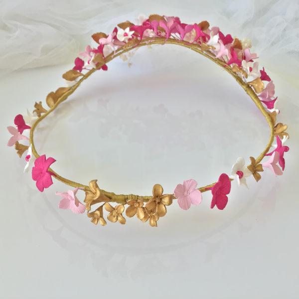 Corona-de-flores-rosas-hojas-doradas-ideal-comuniones