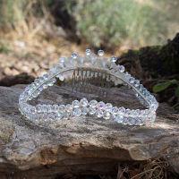 Coronas de novia ideales para lucir en tu boda. Hechas a mano en nuestro taller y confeccionadas con cristales, flores de porcelana, flores preservadas.