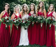 Regalos damas de honor, ¿que son damas de honor?. Son un grupo de amigas o familiares que consideras muy importantes en tu vida y quieres que te acompañen en todo el transcurso de tu boda.